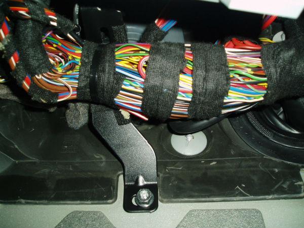06 Detail Sicherungskasten%20Kabelbinder Detail